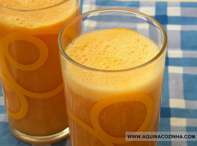 Copo com Suco funcional de cenoura e abacaxi